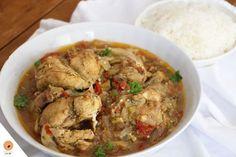 Akwaba en Côte d'Ivoire! Il y a quelques jours j'étais à Abidjan et j'en ai profité pour apprendre une recette ivoirienne ultra connue. Voici le Kedjenou de poulet. Pour m'apprendre cette recette, j'ai sollicité l'aide d'une de mes tantes qui vit à Abidjan C'est ainsi qu'un dimanche elle m'a ouvert sa cuisine afin que j'immortalise …