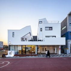 Gallery of Tea-Um / ThEPlus Architects - 9 Home Building Design, Building Exterior, Building A House, House Design, Modern Townhouse, Cafe House, Contemporary Style Homes, Small Buildings, Facade Architecture
