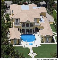 Beautiful Mansion with pool in front!!!!!