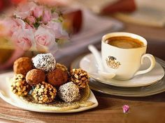 afternoon coffee with chocolate. Hot Coffee, Coffee Break, Morning Coffee, Coffee Art, Coffee Mugs, Fun Drinks, Yummy Drinks, Cafe Rico, Coffee Zone