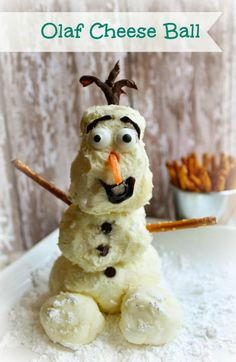 What better way to dress up your Christmas party than an Olaf cheese ball? How cute is this? LOVE!