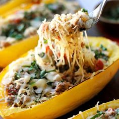 Spaghetti Squash Boats with Spicy Sausage - Eat Yourself Skinny Spaghetti Squash Boat, Spaghetti Squash Recipes, Cheesy Spaghetti, Skinny Spaghetti, Sausage Spaghetti, Low Carb Recipes, Cooking Recipes, Healthy Recipes, Ww Recipes