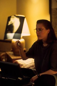 I love Scully with glasses!