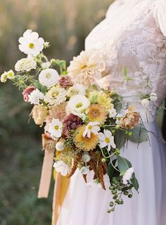 Intimate elopement shoot inspired by the charm of the French Countryside Summer Wedding Bouquets, Fall Bouquets, Rustic Wedding Flowers, Flower Bouquet Wedding, Floral Wedding, Gold Wedding, French Wedding, Bridal Bouquets, Cascade Bouquet