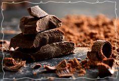 Μιας και μια νέα εβδομάδα ξεκινά γεμάτη απαιτήσεις... ξεκινήστε την ρίχνοντας λίγα τρίμματα σοκολάτας στον καφέ σας! Εδώ θα βρείτε και άλλες μαγικές τροφές που καταπολεμούν το στρες:http://bit.ly/1U6BAiV