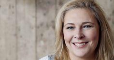 """Saskia de Nijs meldde zich aan bij Vluchtelingenwerk Nederland, omdat ze vluchtelingen wilde helpen. Net in die tijd vonden ook de azc-rellen in haar woonplaats Geldermalsen plaats. """"Ik vind dat je samen verantwoordelijk bent voor een goed functionerende maatschappij. Al jaren doe ik daarom - naast mijn fulltime baan - divers vrijwilligerswerk. Toen vorig jaar…"""