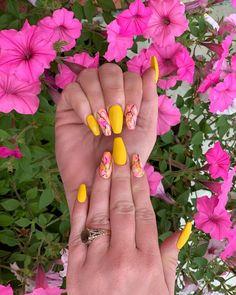 Bright Nails, Yellow Nails, Pink Nails, Sunny Sunday, Sunday Morning, Salon Nails, Marble Nails, Summer Nails, Sunnies