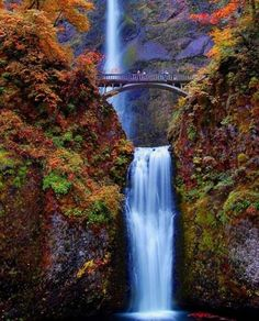 Multnomah Falls, Oregon, USA – Plummeting 620 feet from its origins on Larch Mountain, Multnomah Falls is the second highest year-round waterfall in the United States.