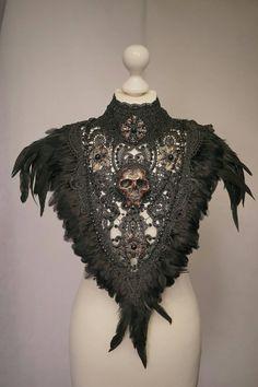 Ready to ship Skull collar with feather in bronze von tuahadedana