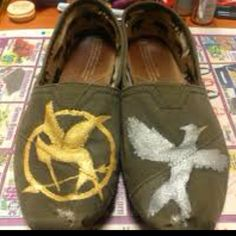 Hunger Games toms ~ omg I HAVE to try this! Rest, Girl Problems, Pretty Cool, Hunger Games, Loafers Men, Me Too Shoes, Spring Fashion, Fashion Beauty, Espadrilles