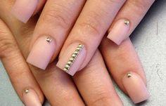 Diseños de uñas en fotos, diseño de uñas en fotos - pedreria.   #diseñouñas #acrylicnails #uñasdiscretas