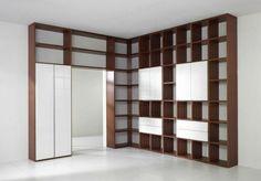 Wohnwand selber bauen - Viele Regale bilden dieses attraktive Möbelstück mit Eckdesign