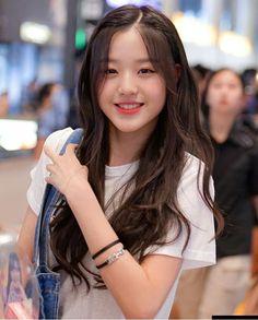 IZone and Wanna One Story in 2020 Korean Beauty Girls, Pretty Korean Girls, Cute Korean Girl, Cute Asian Girls, Asian Beauty, Kpop Girl Groups, Kpop Girls, Ulzzang Korean Girl, Ulzzang Short Hair