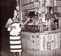 Old Type Periptero [kiosk] in Athens at Stadiou street * Greece Pictures, Old Pictures, Old Photos, Vintage Photos, Greece History, Photography Lessons, Great Women, Thessaloniki, Athens Greece