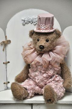 Berenkleding / Vêtements | Berenatelier Duimelotje (Marleen Poppe) Vintage Teddy Bears, Cute Teddy Bears, Teddy Bear Cartoon, Teddy Bear Pictures, Teddy Toys, Boyds Bears, Bear Doll, Bear Art, Crochet Bear