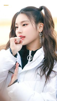 Find images and videos about kpop, itzy and yeji on We Heart It - the app to get lost in what you love. Kpop Girl Groups, Korean Girl Groups, Kpop Girls, New Girl, K Pop, Girl Crushes, Ulzzang, Cute Girls, Dancer