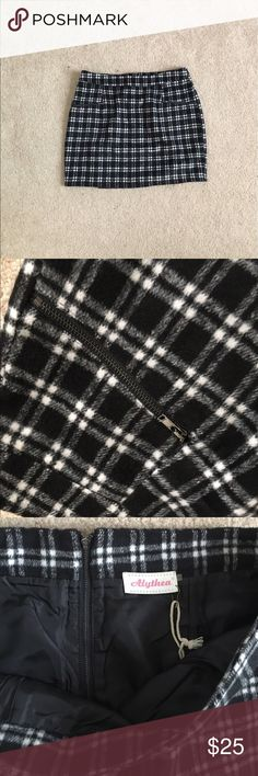 Alythea plaid mini skirt ADORABLE plaid mini-skirt with zippered pockets. Pair with a body suit and sandals and you're set! Super soft and has original tags! Alythea Skirts Mini