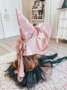 Costume Halloween, Kids Witch Costume, Halloween Birthday, Baby Halloween, Halloween Crafts, Diy Witch Hat, Diy Kids Costumes, Halloween Witch Hat, Witch Hats