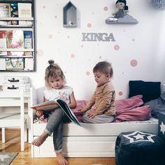 Dzień dobry w poniedziałek  My siedzimy z ospą Kingi w domu a planów na ten tydzień miliony. Udanego tygodnia   #rodzicewsieci #blogparentingowy #blogrodzinny #familygoals #justbaby #igkids #instagramkids #girls #sister #sisterhood #daddylittlegirls #instamatki #instadziecko #wielodzietni #bloggers #lifestylebloggers #kidslife #bigfamily #largefamily #momof3 #babygirl #scandinaviandesign #homesweethome #scandi #interior #girlsroom