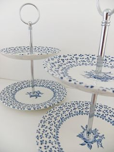 2 Tier Cake Stand / Schmuck stehen Pfingstrose und Distel Source by peonyandthistle 2 Tier Cake Stand, Tiered Cake Stands, Pedestal Cake Stand, Tiered Stand, Blue And White China, Blue China, Plate Stands, Jewelry Stand, Shabby
