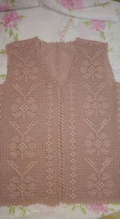Modelos de chaleco de punto para mujer - Modahole - Portal de moda y estilo de v. - Örgü Modelleri ve Örgü Örnekleri Crochet Baby Dress Pattern, Knit Vest Pattern, Crochet Coat, Crochet Tunic, Filet Crochet, Crochet Motif, Baby Knitting Patterns, Crochet Clothes, Crochet Stitches