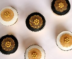 We can't get enough of these floral cake lace cupcakes with gold pearls! They couldn't be easier to make thanks to our Cake Lace Kit and simple guide - just click the link to find out more!