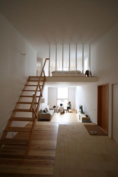 loft design Inspired by minimalist design, but don't know how to update your style or space to embody it? Take your cue from Japanese aesthetics. Minimalist House Design, Minimalist Room, Minimalist Interior, Modern Minimalist, Loft Design, Tiny House Design, Bed Design, Lofts Pequenos, Home Interior Design