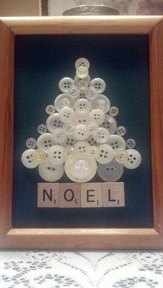 sapin de Noël fait avec des boutons