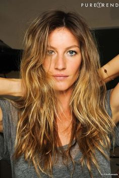 Hairdressing Advice That Will Keep Your Hair Looking Great. Are you affected by constant bad hair days? Do you feel as if you have tried everything possible to get manageable hair? Do not stress about your hair, rea Gisele Bundchen, Balayage Vs Highlights, Balayage Hair, Bad Hair, Hair Day, Gisele Hair, Straight Hairstyles, Cool Hairstyles, Latest Hairstyles