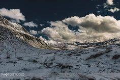 #sangottardo #gotthardpass #hospitz #mauntains #berg #swiss #swissalps #luzern #fotograf #wolken #clouds Swiss Alps, Mount Everest, Clouds, Mountains, Nature, Travel, Naturaleza, Viajes, Trips