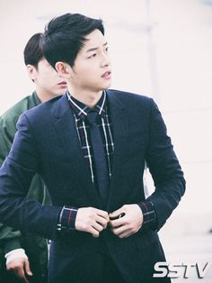 On April 22nd, Song Joong Ki arrived at Incheon Airport, stylish in Dior Homme. The clothes are fitting since he was bound for Hong Kong to attend Dior Homme's Winter 2016-17 live show…