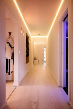 Sanierung Wohnhaus Gebäudesteuerung Gebäudemanagement Smart Home TGA FM Corridor Lighting, Hall Lighting, Hidden Lighting, House Lighting, Home Lighting Design, Ceiling Design, Interior Lighting, Blitz Design, Hall Flooring