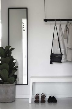 A good minimalist home decoration will make your minimalist feels more comfortable. This decoration is perfect for you who live in a small home or in an apartment. Most of the minimalist home decorati Decoration Hall, Decoration Entree, Decorations, Hallway Inspiration, Interior Inspiration, Hallway Ideas, Entrance Ideas, Small Entrance, Entrance Halls