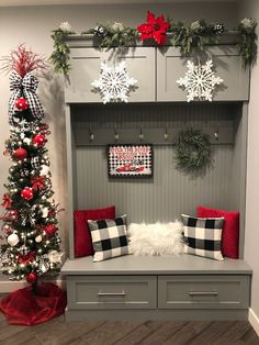 What a fun week this has been! Everything from Christmas shopping to a lunch at the most charming café and I'm happy to say, my decoratin. Plaid Christmas, Christmas Porch, Farmhouse Christmas Decor, Christmas Tree Decorations, Christmas Lights, Farmhouse Decor, Christmas Wreaths, Christmas Tree Ideas, Scandinavian Christmas