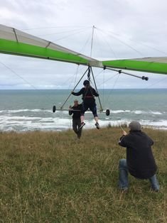 Hang Gliding on the West Coast of New Zealand, Waiuku. Nepal Mount Everest, Brazil Carnival, Rock Climbing Gear, Auckland New Zealand, Hang Gliding, Bungee Jumping, Top Of The World, Extreme Sports, Mountaineering