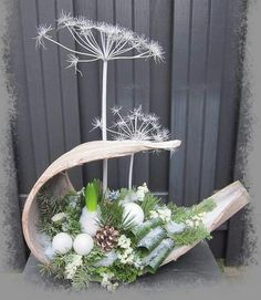 In this DIY tutorial, we will show you how to make Christmas decorations for your home. The video consists of 23 Christmas craft ideas. Decoration Christmas, Christmas Crafts, Christmas Ornaments, Christmas Christmas, Simple Christmas, Ikebana, Free To Use Images, Deco Floral, Deco Table