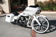 Custom Harley Bagger painted by David Lozeau and Hot Dog (Pete Finlan) by David Lozeau, via Flickr