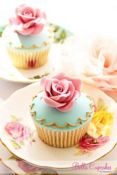 Cupcakes on Small Tea Plates. I know this isnt really a cake but it is amazing, how pretty!