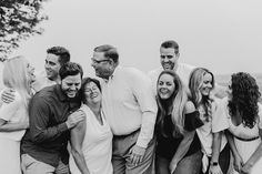 Adult Family Photos, Extended Family Pictures, Large Family Poses, Summer Family Photos, Family Picture Poses, Family Beach Pictures, Family Photo Outfits, Family Photo Sessions, Family Posing