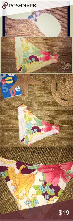 Victoria secret Jewel bikini mix  nwot small Nwot these bottoms are in beautiful condition featuring tropical floral print with bamboo rings, from one of our favorite bikini makers Victoria secret. And a fun mix and match top or go topless if you dare!!! The only thing this piece needs is some sunscreen! Save money by bundle purchasing more than one item from my closet and paying the same shipping as one item. Questions? Comment below this listing and thanks for shopping my closet…