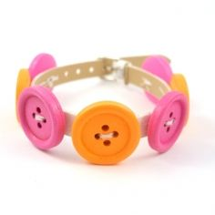 Make this colorful bracelet in a few minutes. A cute and easy project :)
