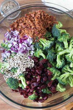 Brocolli Salad, Easy Broccoli Salad, Broccoli Cauliflower Salad, Fresh Broccoli, Broccoli Recipes, Easy Salads, Healthy Salads, Healthy Cooking, Salads
