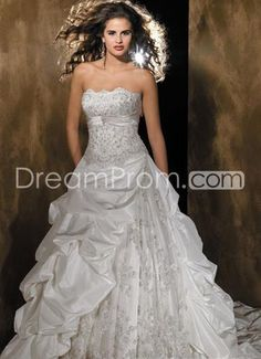 Luxurious A-Line/Princess Strapless Sleeveless Chapel Tiered Wedding Dresses