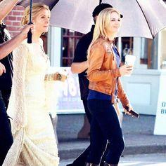 Elizabeth Mitchell and Jennifer Morrison on set