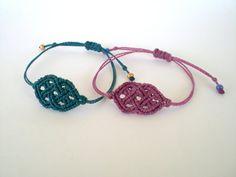 He encontrado este interesante anuncio de Etsy en https://www.etsy.com/es/listing/210702325/macrame-bracelets-celtic-style-bracelets