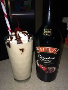 Bailey's Chocolate Cherry blended with heavy whipping cream vanilla ice cream and ice on low/milkshake setting. Topped with whip cream chocolate syrup and a cherry. Chocolate Baileys, Frozen Hot Chocolate, Chocolate Syrup, Chocolate Cherry, Baileys Drinks, Baileys Recipes, Bacardi Drinks, Alcoholic Drinks, Holiday Drinks
