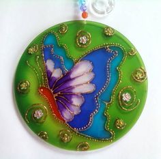 Tu inspiración semanal Recycled Cds, Recycled Crafts, Handmade Crafts, Cd Crafts, Hobbies And Crafts, Arts And Crafts, Faux Stained Glass, Stained Glass Patterns, Mandalas Painting
