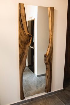 závesné lampy - Reborn-w. Showroom Interior Design, Contemporary Interior Design, Rustic Furniture, Furniture Decor, Diy Furniture Building, Wood Mirror, Rustic Mirrors, Luxury Dining Room, Diy Room Decor