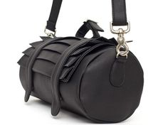 Collina Strada kaight bag - straps on the back so it can be placed on the front of a bike! Such a cute idea!