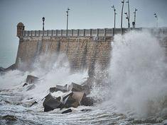 Podemos y Ganar Cádiz llevarán al Pleno varias propuestas para iniciar los trámites que protejan al conjunto de murallas, baluartes y castilllos después de los últimos daños sufridos